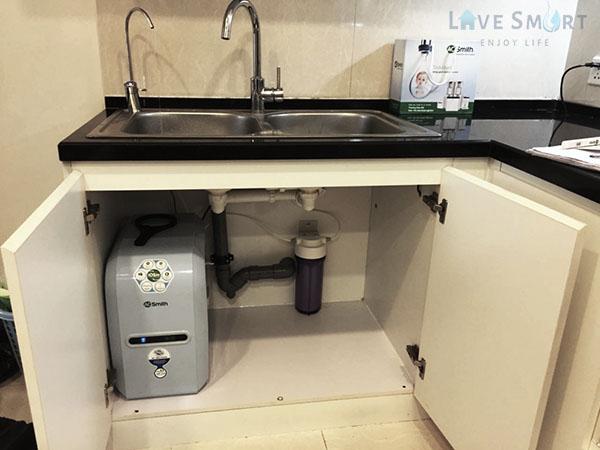 Máy lọc nước AO Smith đặt dưới gầm chậu rửa