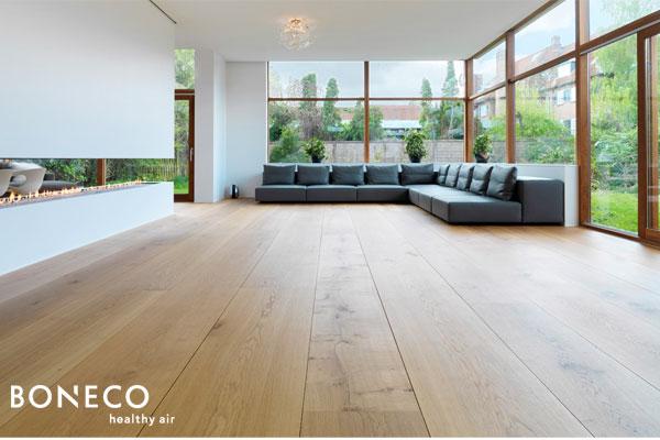 nên sử dụng nhà mặt sàn gỗ để giảm thiểu ô nhiễm không khí trong nhà